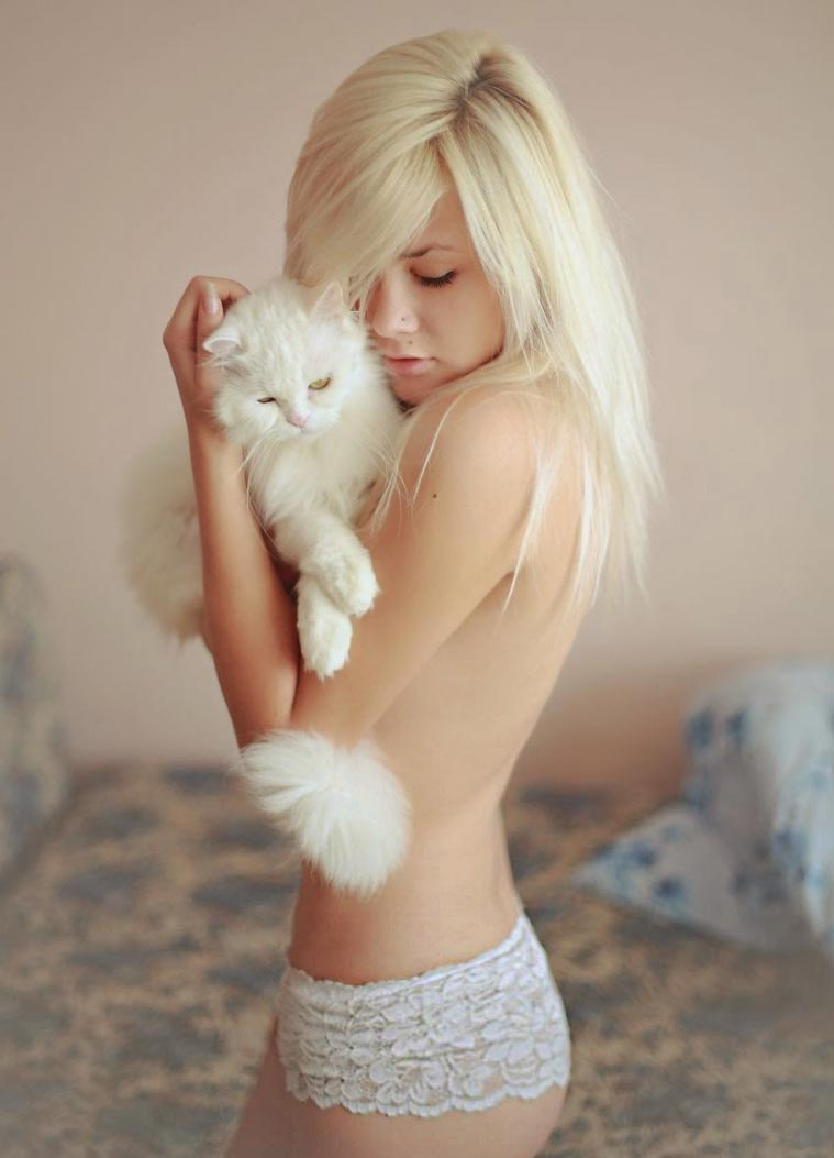 blonde-sexy-girl-cat